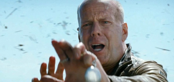 Bruce-Willis-montre-Looper-J.-Dent-London