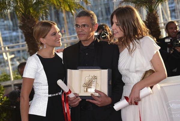 Lea-Seydoux-Abdellatif-Kechiche-et-Adele-Exarchopoulos-remportent-la-Palme-d-Or-du-66e-Festival-de-Cannes-pour-La-Vie-d-Adele-le-26-mai-2013_portrait_w858