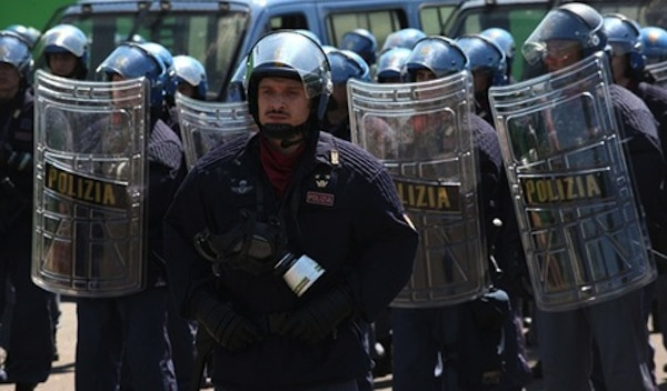 Diaz-un-crime-d-Etat-retour-sur-l-assaut-policier-de-Genes_article_main