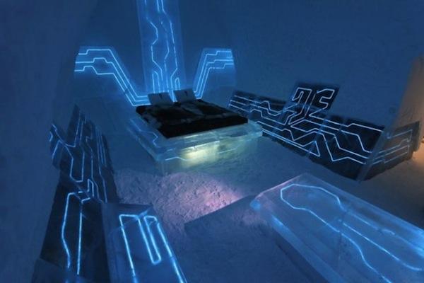 Tron-blue-futuristic-bedroom-theme-665x443