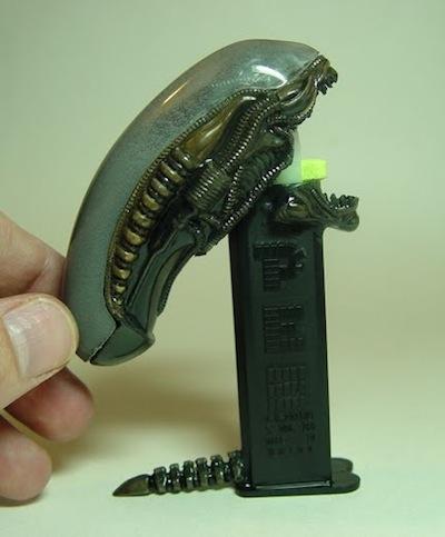 alien-pez-by-peter-rat-d-davidson