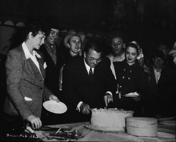 jacques-tourneur-and-cast-cake-out-of-the-past-001