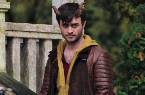 daniel-radcliffe-horns-open