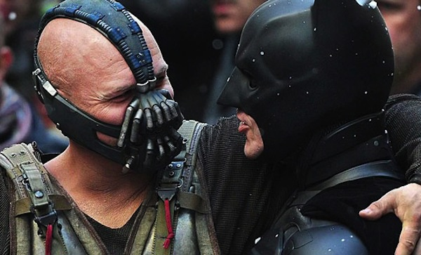 funny-Batman-Bane-laughing-behind-scenes