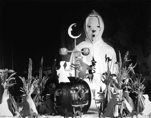 halloween-100-years-ago-moon_28099_600x450_zps58ba0022
