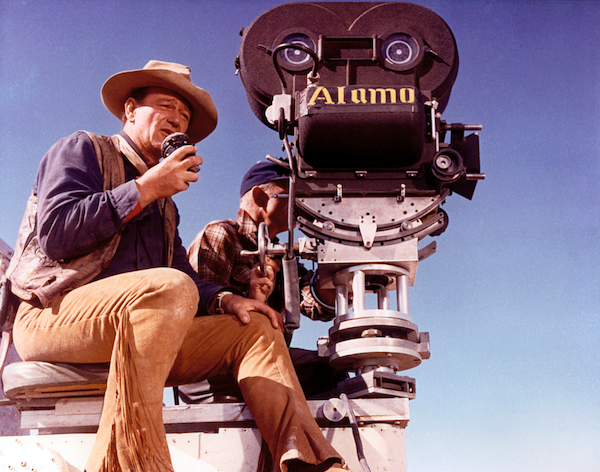 john-wayne-directing-the-alamo