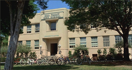 retour vers HillValleyHighSchool-1955(smaller)