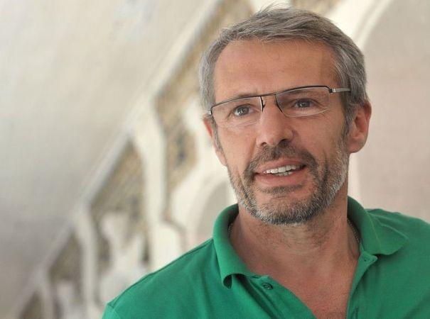 590051_l-acteur-francais-lambert-wilson-lors-de-son-sejour-a-port-au-prince-a-haiti-le-27-avril-2013