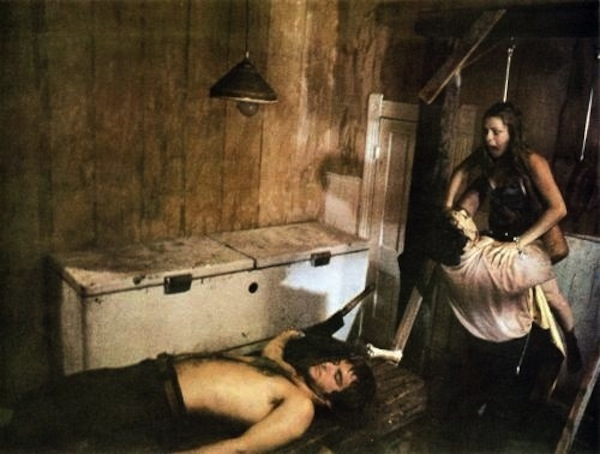 massacre_a_la_tronconneuse_the_texas_chainsaw_massacre_1974_portrait_w858