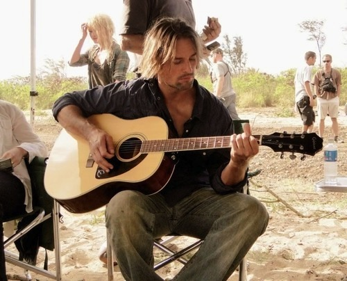 LOST Josh-Holloway-lost-actors-23125546-500-404
