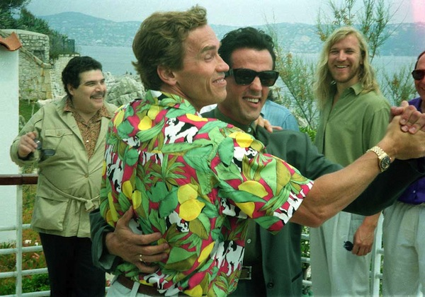 Arnold-Schwarzenegger-dancing-with-Sylvester-Stallone-in-Cannes-1990