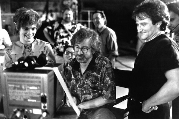 Julia-Roberts-Steven-Spielberg-and-Robin-Williams-on-the-set-of-Hook