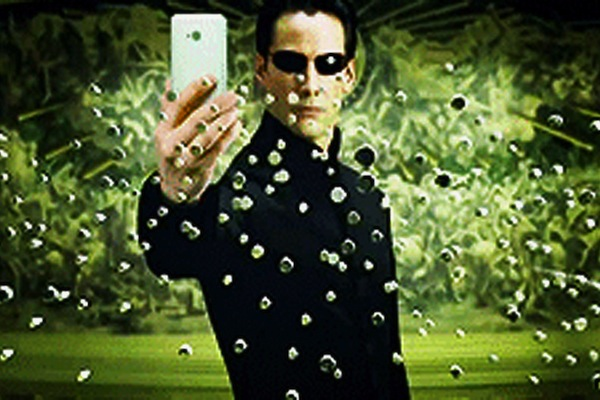 Neo-The-Matrix-Selfie_article_story_large