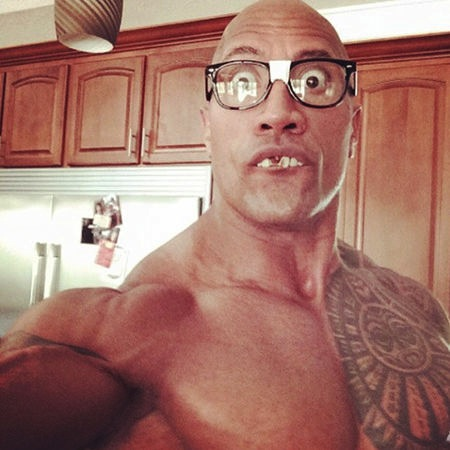 dwayne_the_rock_johnson_celebrity_selfie_19nt7cm-19nt7lh