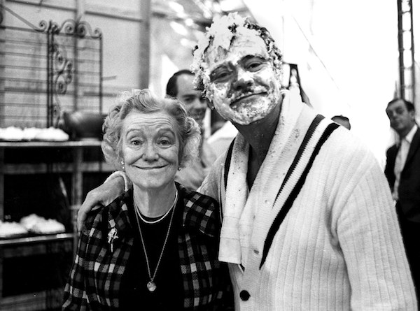 jack-lemmon-with-his-mother-on-the-set-of5