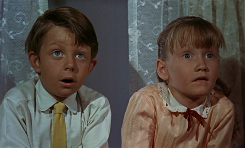 matthew-garber-e-karen-dotrice-in-una-scena-del-film-mary-poppins-1964-142065