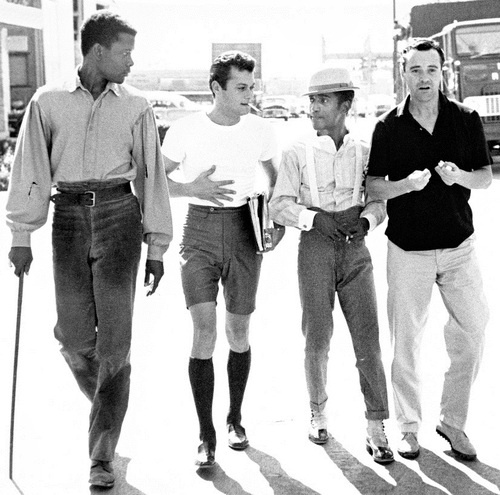 Sidney-Poitier-Tony-Curtis-Sammy-Davis-Jr-and-Jack-Lemmon-on-the-lot-of-Goldwyn-Studios-by-Phil-Stern-1959