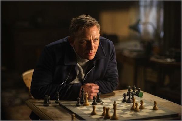 Neal-Purvis-et-Robert-Wade-Dans-007-Spectre-c-est-James-Bond-qui-tire-les-ficelles_portrait_w532