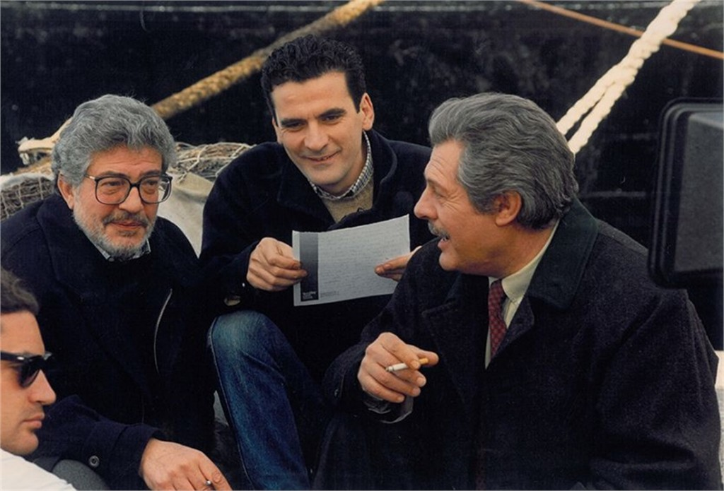 Ettore Scola, Massimo Troisi e Marcello Mastroianni sul set del film Che ora è, Civitavecchia - See more at- http-_www.vogue.it_people-are-talking-about_vogue-arts_2014_09_ettore-scola-mostra#ad-image