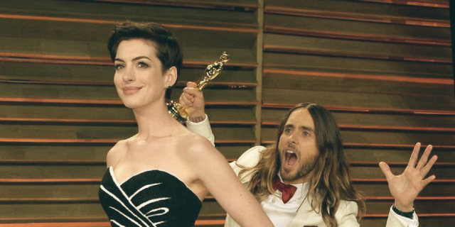 o-OSCARS-2014-JARED-LETO-ANNE-HATHAWAY-PHOTOBOMB-facebook