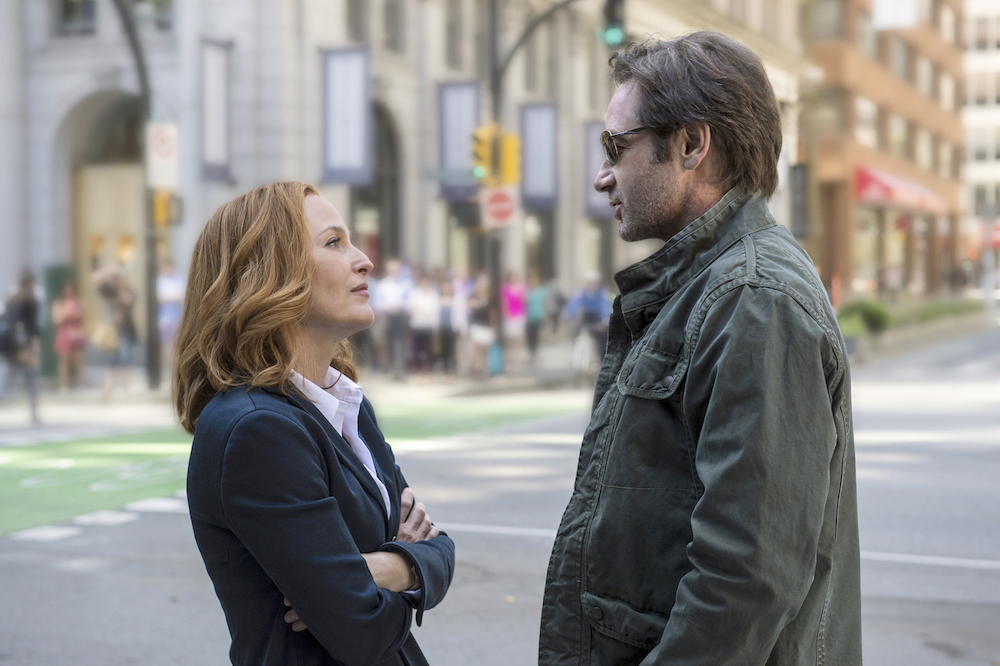 THE X-FILES:  L-R:  Gillian Anderson as Dana Scully and David Duchovny as Fox Mulder.  The next mind-bending chapter of THE X-FILES debuts with a special two-night event beginning Sunday, Jan. 24 (10:00-11:00 PM ET/7:00-8:00 PM PT), following the NFC CHAMPIONSHIP GAME, and continuing with its time period premiere on Monday, Jan. 25 (8:00-9:00 PM ET/PT). The thrilling, six-episode event series, helmed by creator/executive producer Chris Carter and starring David Duchovny and Gillian Anderson as FBI Agents FOX MULDER and DANA SCULLY, marks the momentous return of the Emmy Award- and Golden Globe-winning pop culture phenomenon, which remains one of the longest-running sci-fi series in network television history.  ©2015 Fox Broadcasting Co.  Cr:  Ed Araquel/FOX