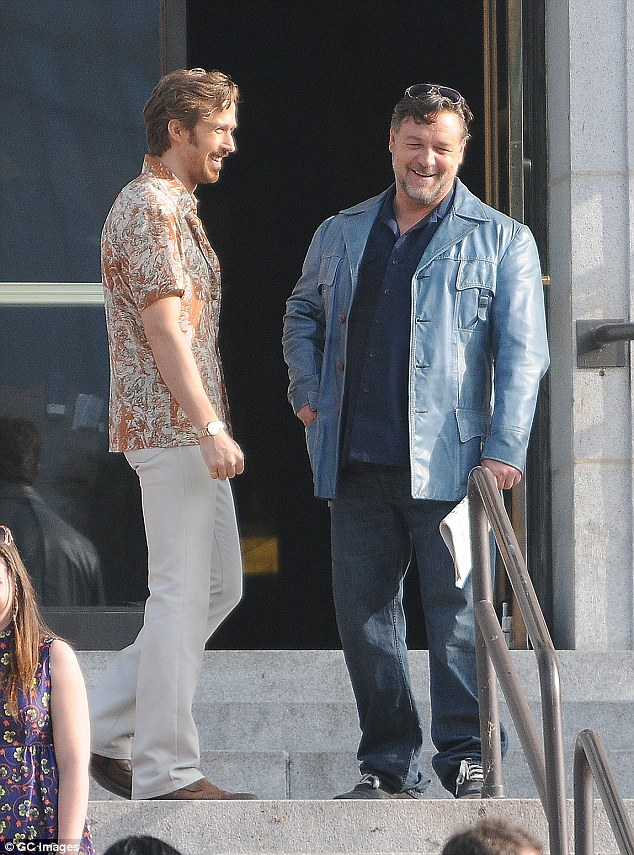 Russell_Crowe_Ryan_Gosling_The_nice_guys_on_set
