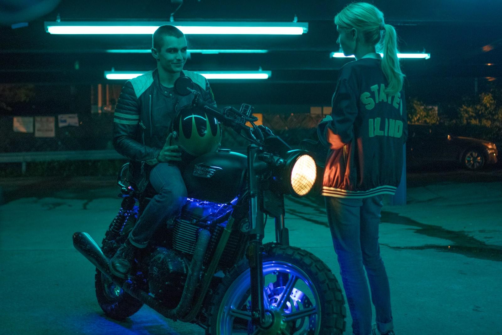 Ian (Dave Franco) und Vee (Emma Roberts)