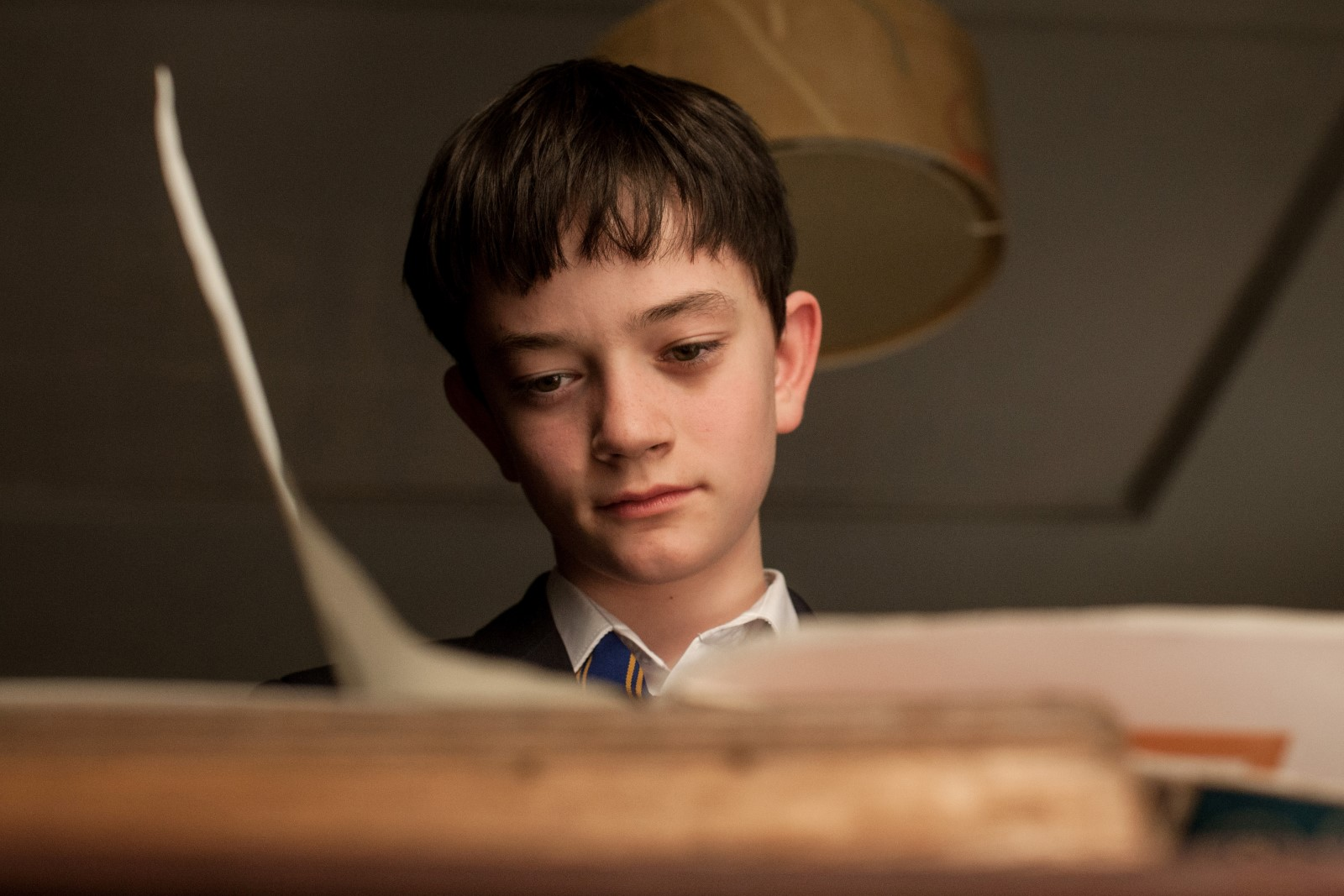 Zu alt, um ein Kind zu sein: Conor (Lewis MacDougall)