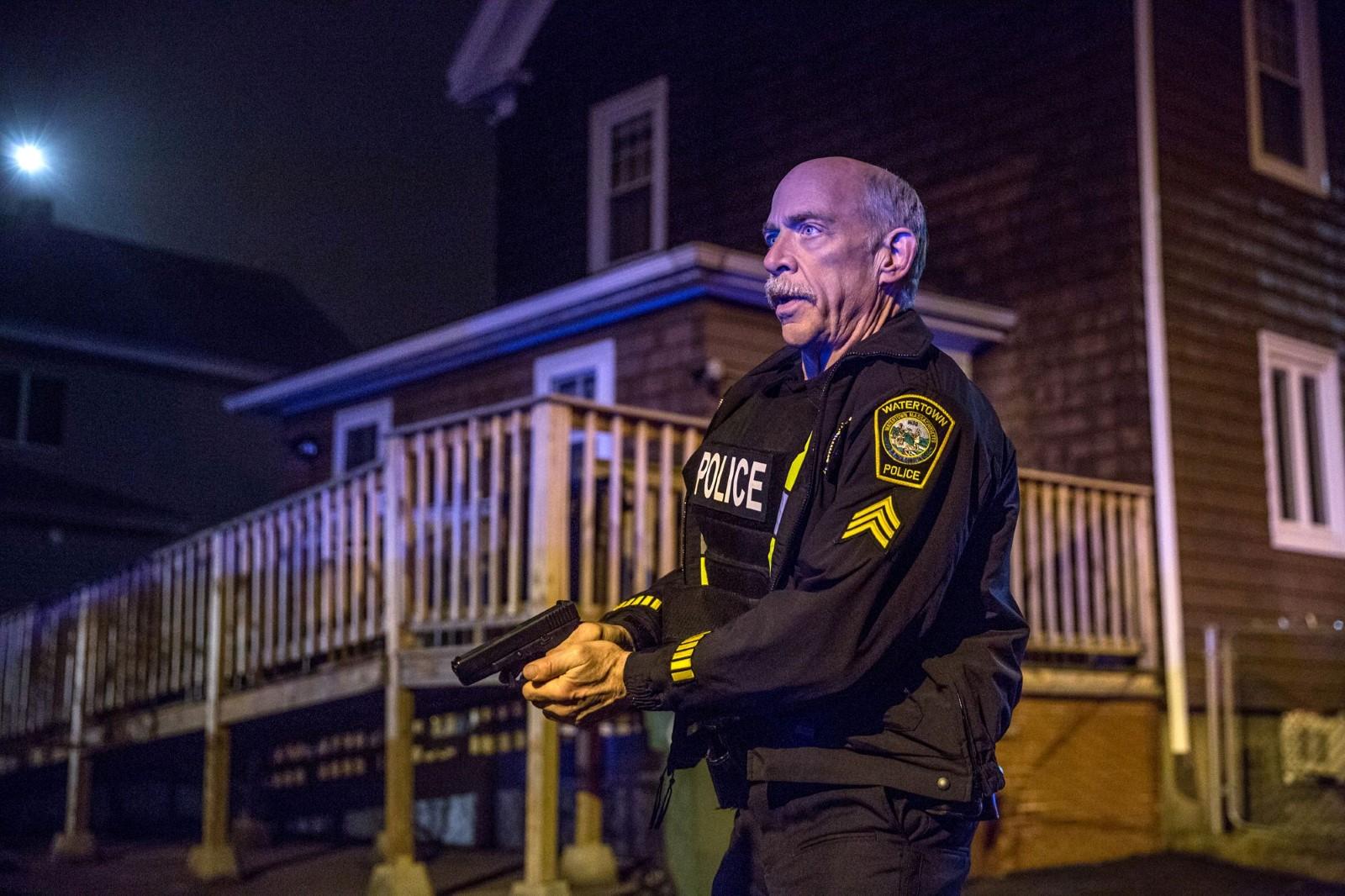 Für Sergeant Jeffrey Pugliese (J.K. Simmons) ist es eine Frage der Ehre, die Attentäter auch unter Einsatz seines Lebens zu stellen