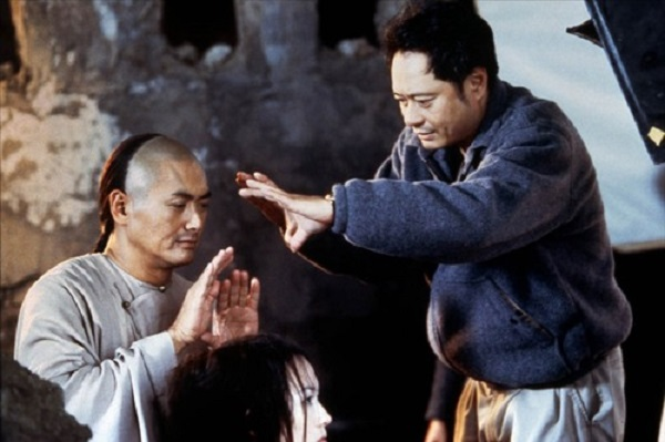 Chow-Yun-Fat-and-Ang-Lee-on-set-of-Crouching-Tiger-Hidden-Dragon-2000