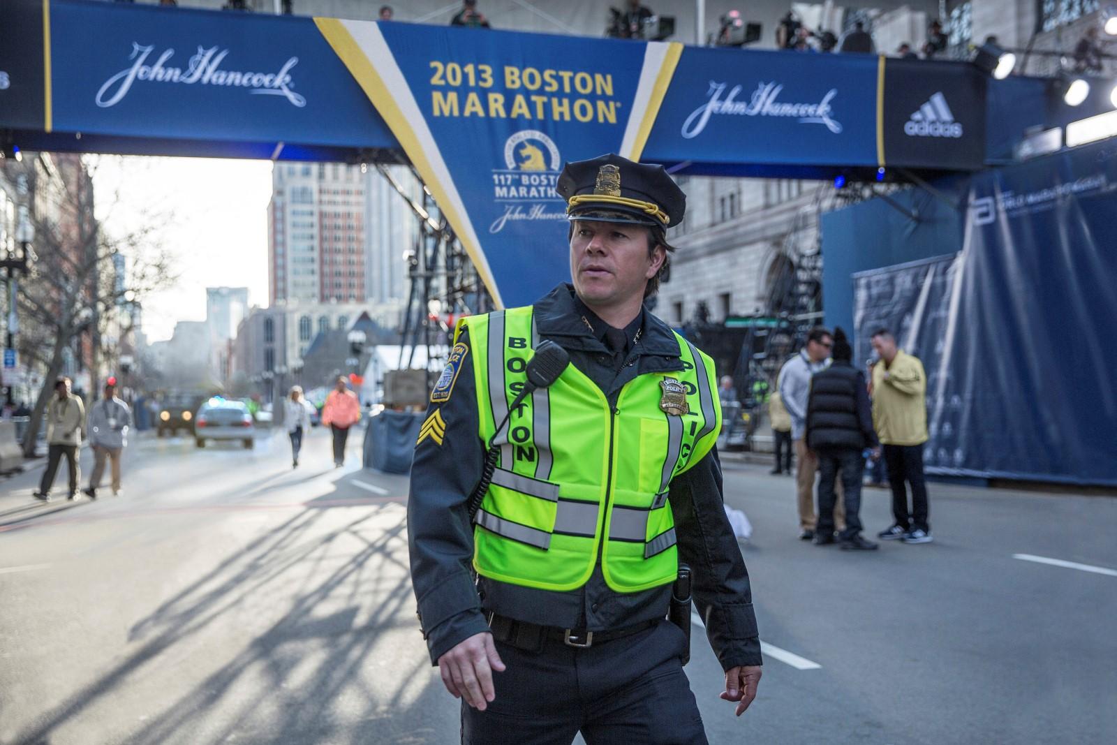 Der Dienst beim Boston Marathon scheint für Sgt. Tommy Saunders (Mark Wahlberg) auch dieses Jahr ein ruhiger Routinetag zu werden.