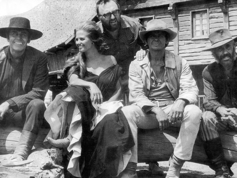 Charles-Bronson-Claudia-Cardinale-Henry-Fonda-Sergio-Leone-and-Jason-Robards-on-the-set-of-Once-Upon-a-Time-in-the-West-www.cinematheia.com_