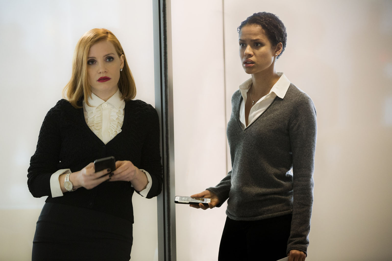 "M018 (Left to right.) Jessica Chastain and GuGU Mbatha-Raw star in EuropaCorp's ""Miss Sloane"". Photo Credit : Kerry Hayes © 2016 EuropaCorp Ð France 2 Cinema"