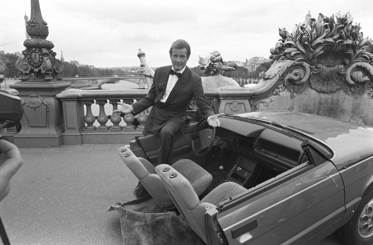 roger-moore-view-kill-set