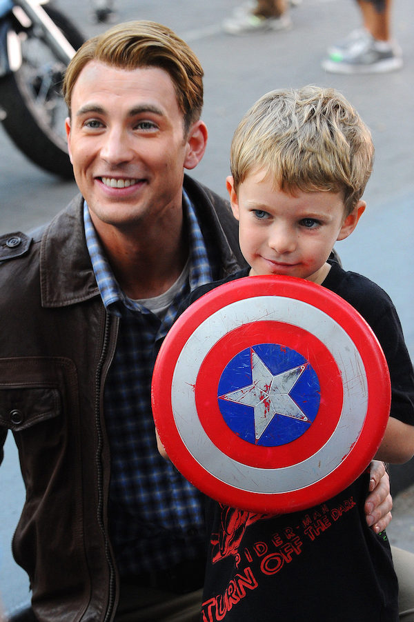 30569_chris-evans-y-un-fan-de-capitan-america